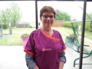 Christelle Mainguy, aide à domicile, fait son métier comme elle aimerait qu'il soit fait quand elle sera âgée.