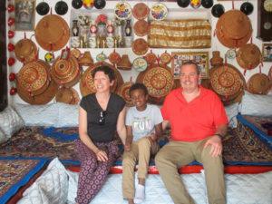 La famille dans une maison traditionnelle d'Harar, la commune où est né Maël le 17 décembre 2009.